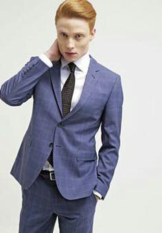 Abito e camicia blu salon