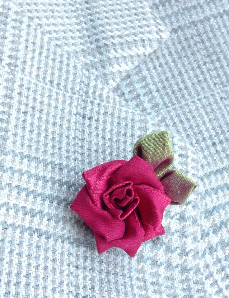 how to make flower lapel pins