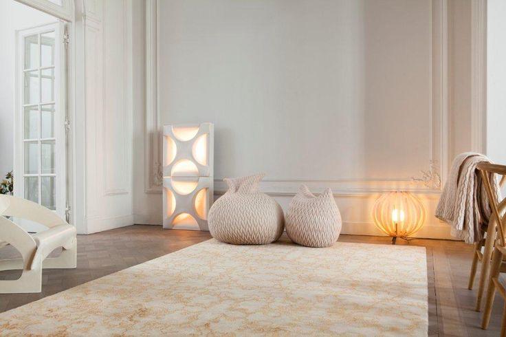 Η Ναυαρχίδα μας | Aria Ruffle σε design Onno Raadersma | λεπτό και φίνο χειροποίητο χαλί από μοχαίρ και φυσικό μετάξι | κατά παραγγελία διαστάσεις | 20 χρωματισμοί | Slumber pouf σε design Aleksandra Gaca | Φωτιστικό Bonnet Bright σε design Lift5 | Όλα by Casalis #χειροποίητα_χαλιά #pouf #φωτιστικά #contemporary_interiors #casalis