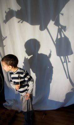 The Magic of Storytelling with an Overhead Projector.  art and soul preschool ≈ ≈ For more inspiring pins: http://pinterest.com/kinderooacademy/light-shadow-play/