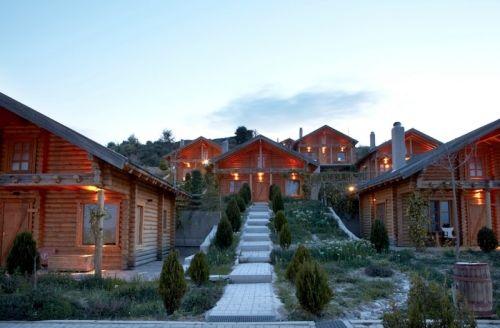 Της Όλγας Μπαλαφούτη Ένα μικρό «ελβετικό χωριό» με θέα στον Κορινθιακό Κόλπο.