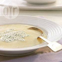 Foto recept: Bloemkoolsoep met bieslookroom