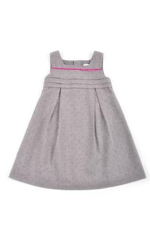 """Vestido para niña, en tela con textura imitación de lana """"tweed"""", en color gris con puntitos color magenta."""
