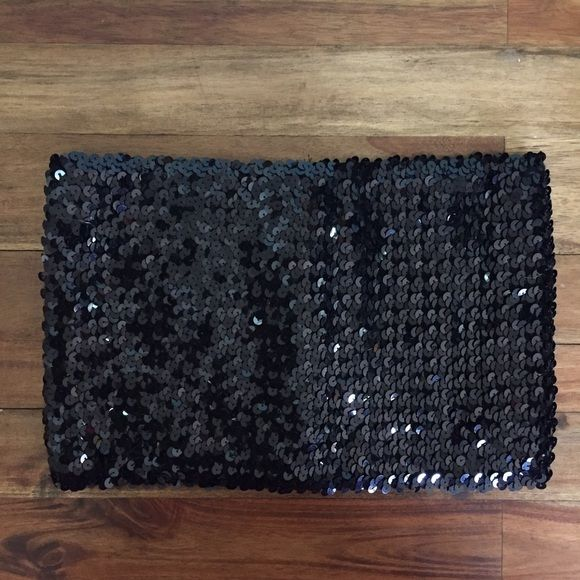 "Forever 21 | Sequin Bandeau / Cumber-bun Top Sequin bandeau top measures 11.5"" in width. Black. Great condition. Forever 21 Tops"