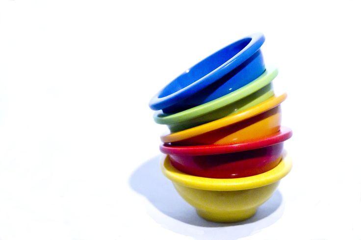 Come i cucchiaini misuratori si comprano in set e sono fantastici perché mostrano fedelmente la dimensione delle porzioni di cibo. Una coppetta di riso, per esempio, probabilmente è più piccola di quanto immagini.