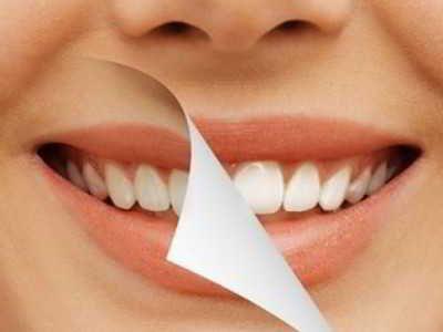 Cara Memerahkan Bibir Yang Hitam - Simak panduan cara memerahkan bibir yang hitam gelap sejak lahir atau karena rokok maupun lipstik secara alami dengan cepat dalam waktu seminggu disini.