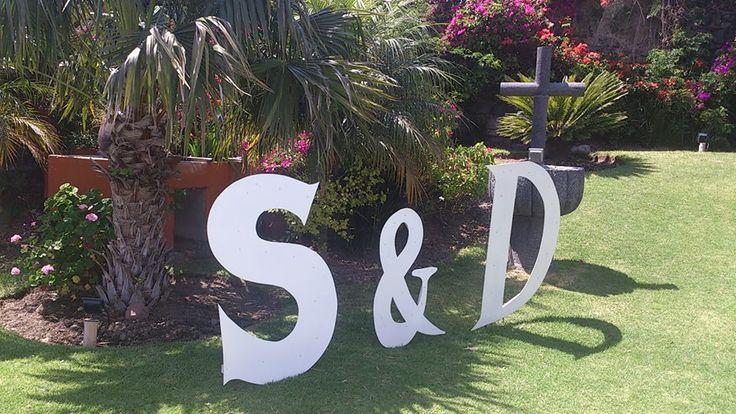 Iniciales de novios para boda bodas alone pinterest - Decoraciones bodas vintage ...