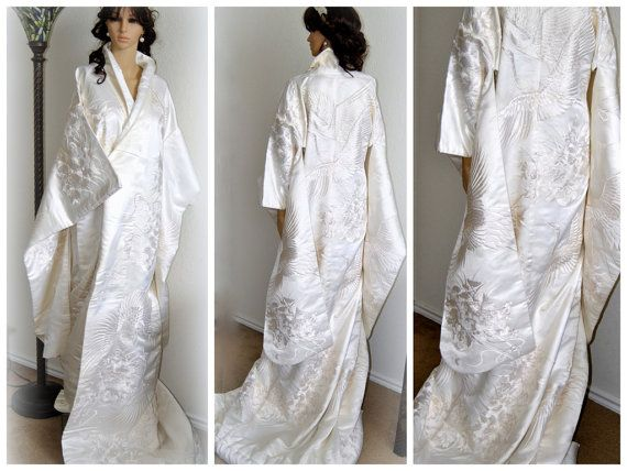 BLACKFRIDAY SALE Bridal Embroidery Japanese Kimono by EventOutlet