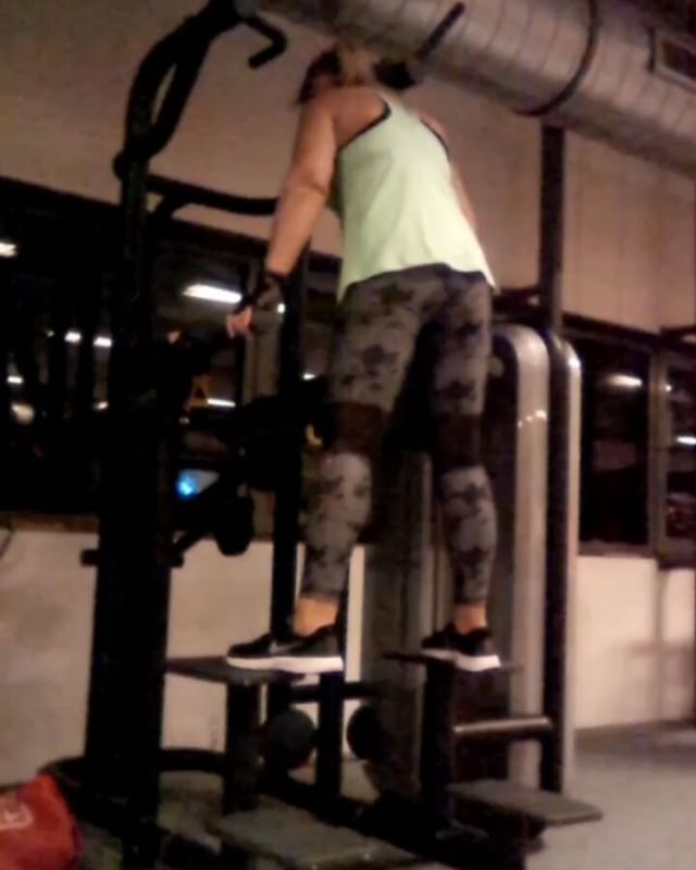 Glute 🍑‎🔥Pushdown on Assisted Pull-Up Machine  Love it or Hate it! .......I'm lovin it ✅‎🍑‎🔥‎🍑‎🔥‎ ‪ #bodyunderconstruction #health #wealth #fitnessinspiration #motivation #dedicated #inspiration #workoutroutine #quitingisnooption #fitfamnl #choice #change #nopainnogain #mywayoflive #basicfitnl #weightloss #gain #fitover40 #fitat47 #womenwholift #getfit #challengeyourself #workoutvideo‎ #eatcleantrainmean #nodieet #norestricion‎ #gymfreak #fitdutchie