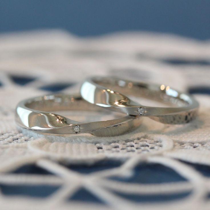 ひねりのリングの中に輝く、一粒のアクセント [marriage,wedding,ring,bridal,Pt900,プラチナ,マリッジリング,ダイヤモンド,結婚指輪,オーダーメイド,ウエディング,ith,イズマリッジ]