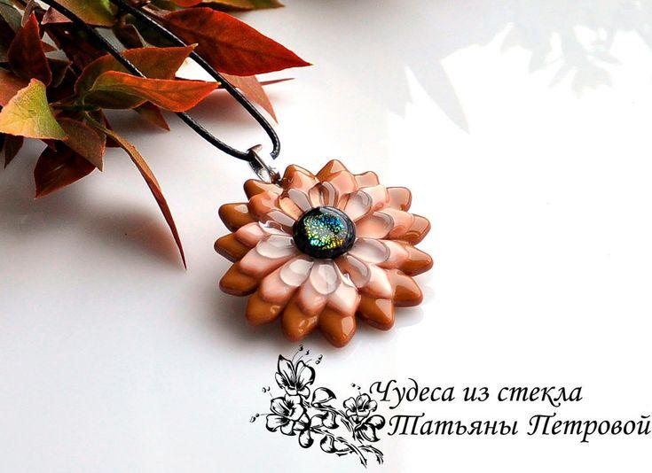 """Кулон """"Шоколадный"""", фьюзинг – купить в интернет-магазине на Ярмарке Мастеров с доставкой - F79P5RU #фьюзинг #кулонфьюзинг #стекло #fusedglass #fusedglassnecklace #fusedglassjewelry #украшение #шоколад #кулонцветок"""