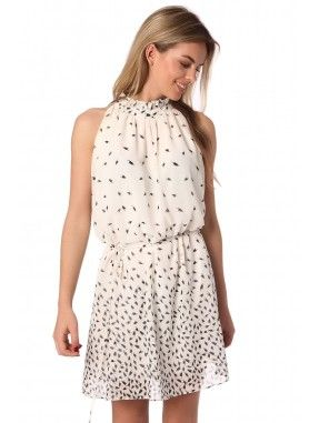 *Witte midi halterjurk met een bladeren print in een lichte chiffon met voering.  Hoge halslijn met ruches detail en en een vetersluiting om de taille.  Sleutelgat op de rug met een knoop sluiting.  Een geweldige  jurk!