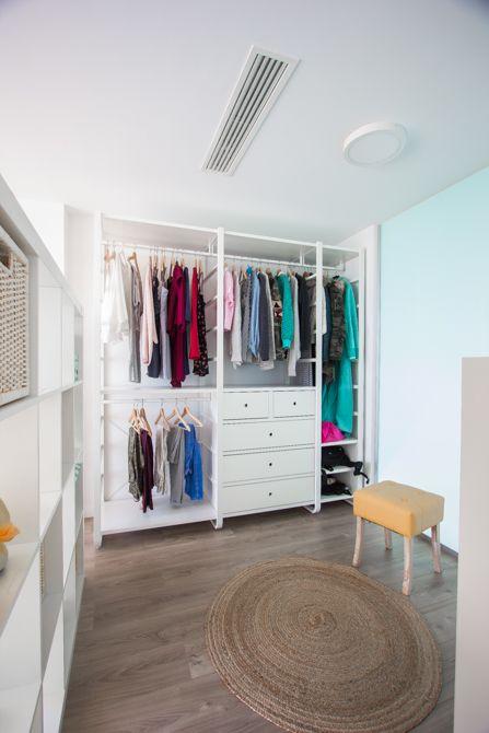 Vestidor blanco abierto al dormitorio  juvenil | Chiralt Arquitectos | Valencia #vestidor #ikea