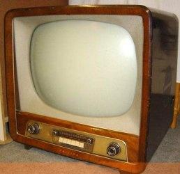 Oude zwart -wit televisie.