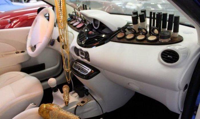 Работа с авто для девушки описание работы моделью