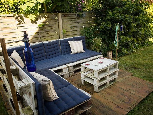 Low Budget Pallet Outdoor Lounge                                                                                                                                                      More