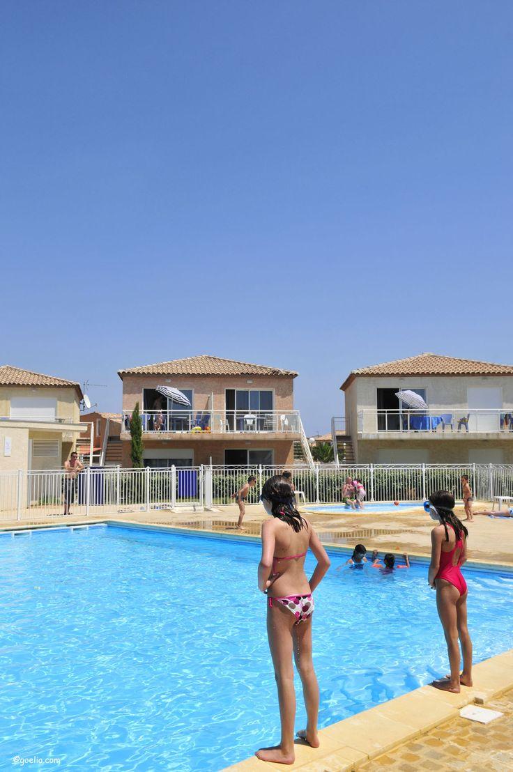 Pour vous détendre, la piscine au cœur de la résidence de Gruissan.