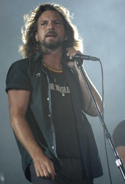 Eddie Vedder Leia agora os nossos artigos sobre música grunge em http://mundodemusicas.com/category/grunge/