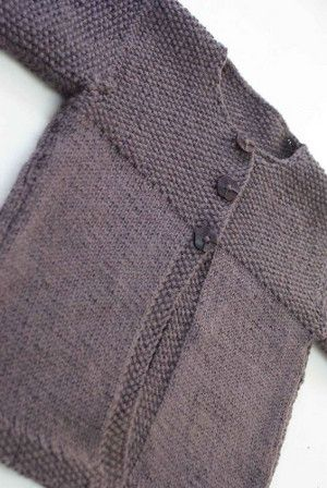 taille 3 ans Ce petit gilet est tricot� au point de riz et jersey avec des aiguilles N�3 et 3.5. C'est une r�alisation de Faustine. Allez vite d�couvrir son blog, il y a pleins d'autres merveilles : http://22rueter.canalblog.com�  �  �