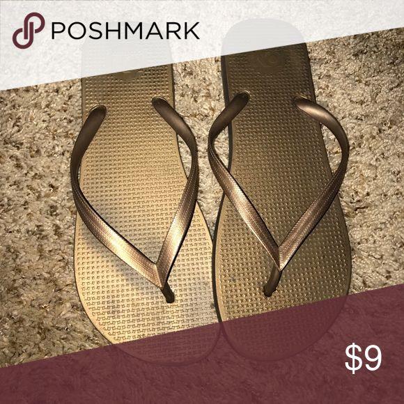 Brown metallic flip flops Old Navy brown/copper metallic flip flops Old Navy Shoes Sandals