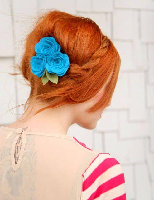 Treccia con fiori azzurri