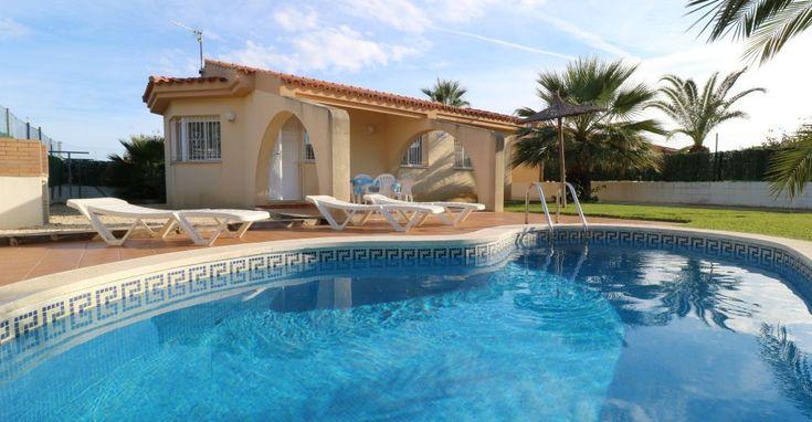 Das Ferienhaus Casa ELENA in Riumar, Spanien liegt nur ca. 350 m von der Strandpromenade entfernt.