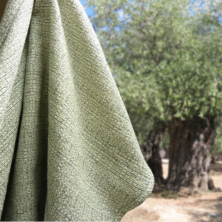 Instead of a natural coloured wool we used an olive green one for this lovely DIDYMOS Teviot Olive. It is soft like butter and will hold your little ones and your toddlers well and warm.  A small release and the last wool for Winter season 2016/2017, 70% organic cotton/ 30% organic wool, approx. 220 g/m²