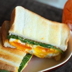 Fried Egg Sandwich With Sriracha (via www.foodily.com/r/ZoFA5l1MK)