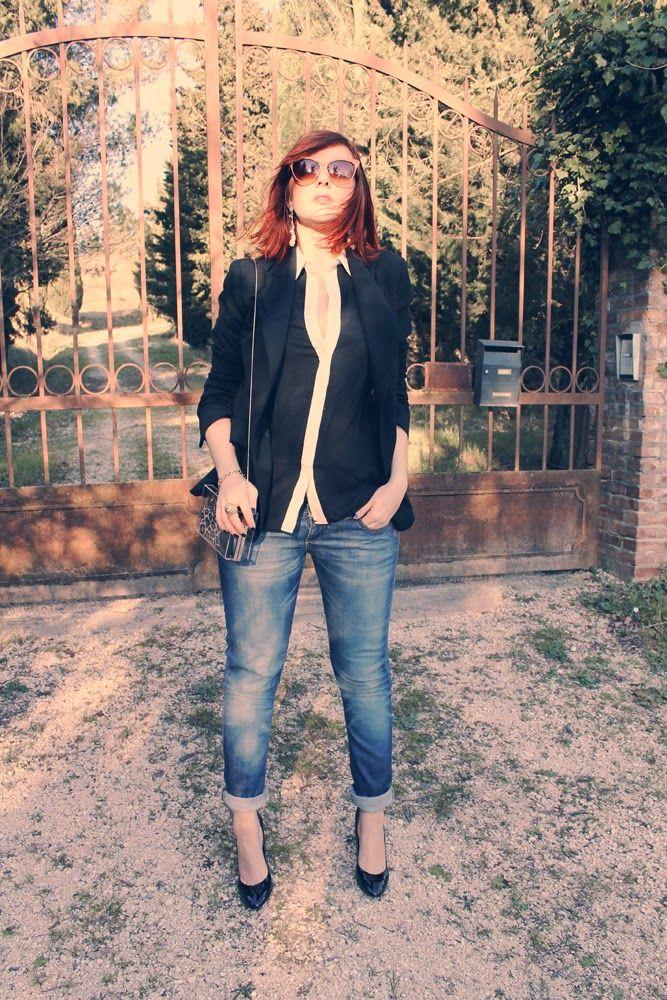 amemipiacecosi: Outfit: Camicetta con dettagli in pizzo, occhiali da diva e clutch trasparente  More pics here http://amemipiacecosi.blogspot.it/2014/04/outfit-camicetta-con-dettagli-in-pizzo.html#more