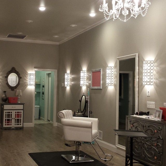 """""""Check out Michelle's Boutique Salon! After 10 years of working as a stylist, @michelleranger decided to open her very own home salon. We LOVE it! Great…"""""""
