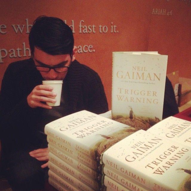 Slinging books for this guy #neilgaiman #triggerwarning #greenapplebooks #jccsf #rip #terrypratchett