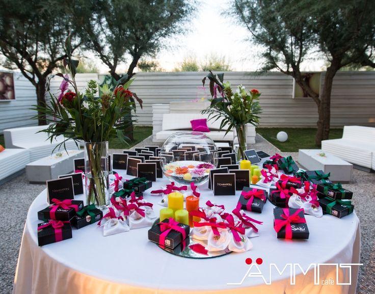 Uno dei momenti che scandiscono i tempi di un matrimonio in spiaggia in Campania, è la consegna delle bomboniere.