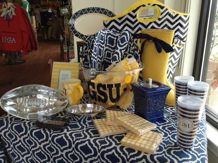 #GATA  Georgia Southern #Eagles tailgating http://www.facebook.com/walkerboutique
