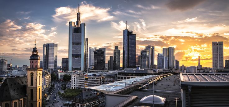 Sunset in Frankfurt City - The Zeil Tower was a very good spot to look over the famous part of Frankfurt city. Unfortunately it is under construction at the moment. I hope they will open it again.