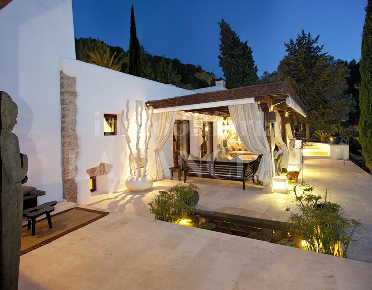 REF 959: Beautiful illuminated terrace in Ibiza, Spain.