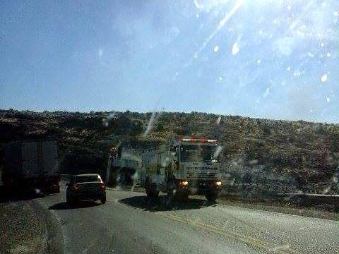 Piedra del Aguila.-: Se incendió un camión al volcar en la Bajada Colló...