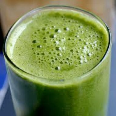 Dr. Oz - Get Lean Green Smoothie Get Lean Green Smoothie 3 Tbs Cold Water 1/3 Cup green grapes Handful of spinach leaves 1/2 small banana 1/3 Cup Kale (uncooked) 3 Orange slices 1/2 small ripe pear 3/4 tsp. Chia seeds 2/3 Cups Ice Note: This smoothie contains only 145 calories; if you choose to replace a main meal, enjoy with 1 stick string cheese and 5 whole-grain crackers on the side.