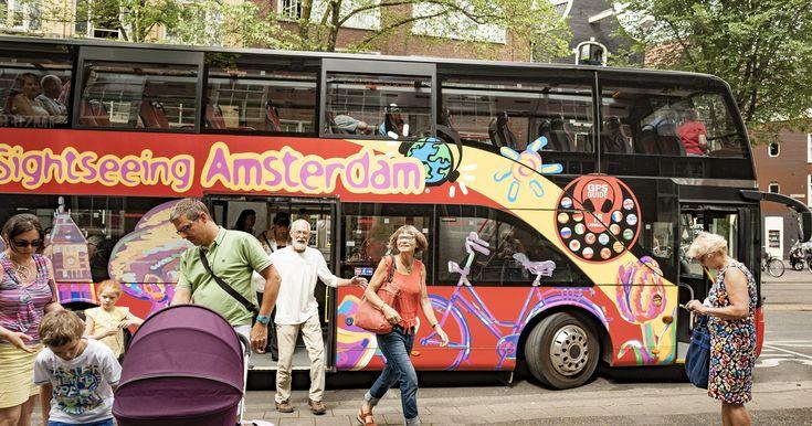 Erkunden Sie Amsterdam während einer aufregenden Tour in einem Bus und auf einem Kanalboot. Steigen Sie an zentralen Haltestellen ein und aus und besuchen Sie einige der berühmtesten Touristenattraktionen, bevor Sie sich auf einer Bootsfahrt entspannen.