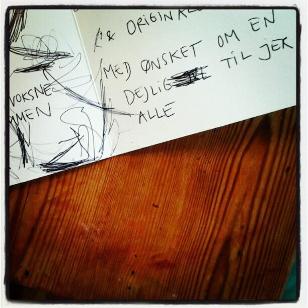 Selv børn kan få nok af ræset! Alma dekorerer kort med kuglepen. Læg mærke til hendes diskrete censur... - @mettesanggaardschultz- #webstagram