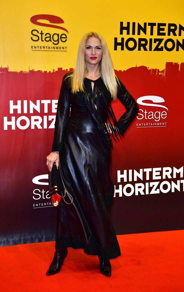 Sonya Kraus attends the red carpet at the Hinterm Horizont Musical premiere