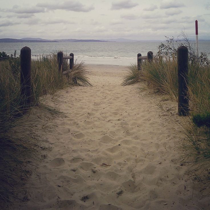 Seven Mile Beach, Tasmania / 10 free things to do in Hobart / A Globe Well Travelled
