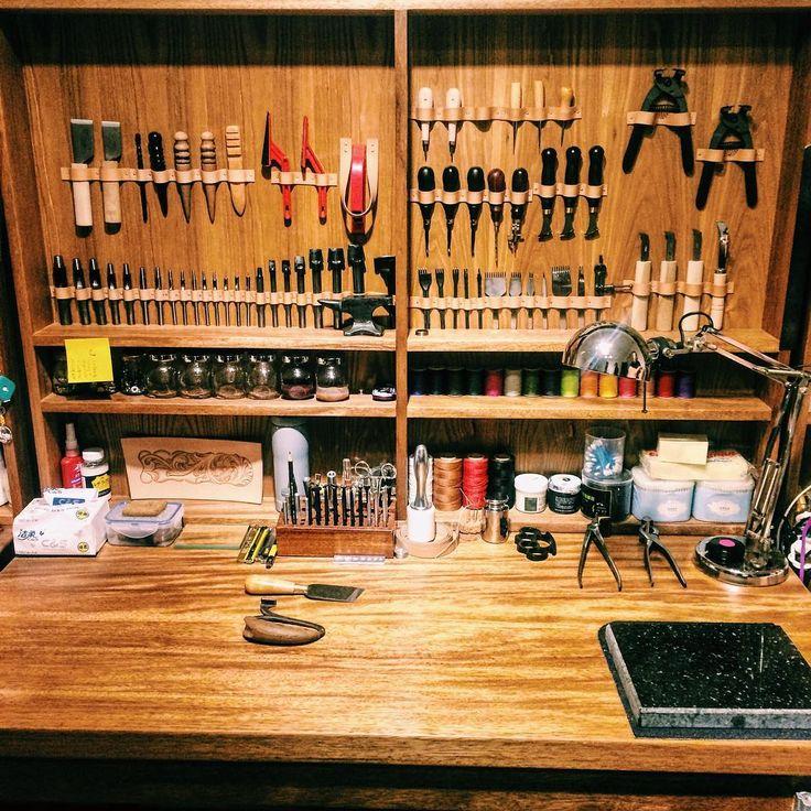 我的工作台 #財布 #革 #革小物 #革細工 #皮革 #皮具 #手作り #职人 #leather #leatherwork #handmade