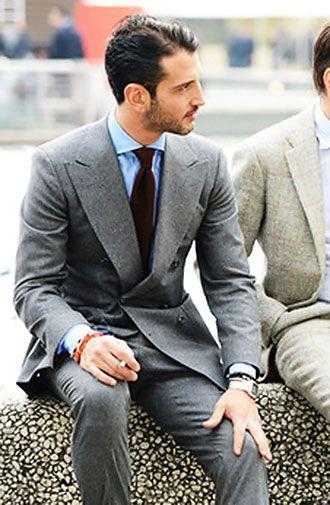 チャコールグレースーツ×赤ネクタイの着こなし   スーツスタイルWEB
