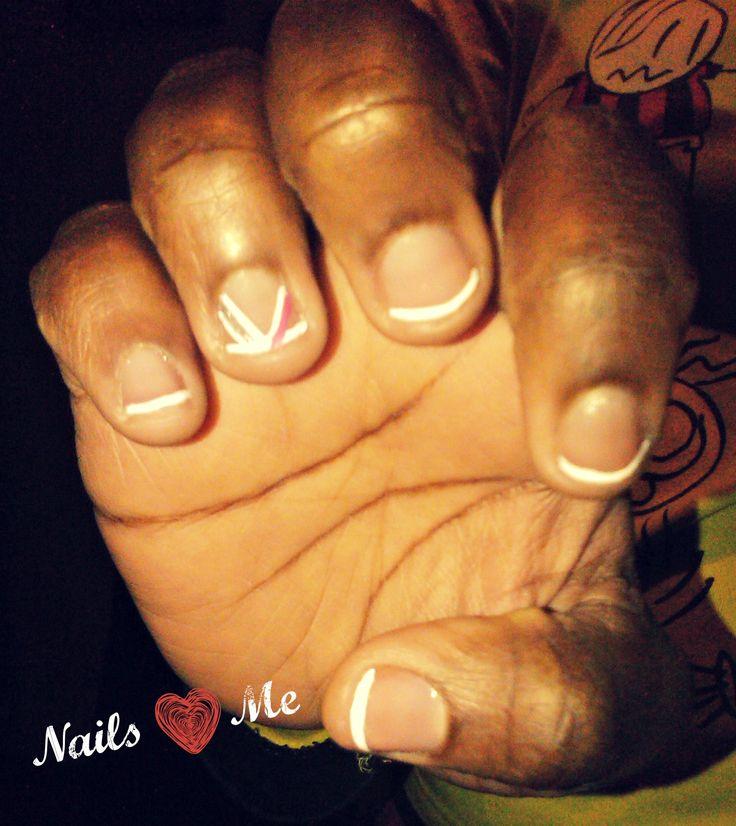 Julie es una chica con mucho sabor!!. Para sus uñas escogió un estilo francés. ¿Qué opinan? Hermoso!!
