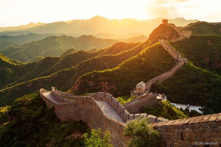 Muralha da China (China) - Também conhecida como Grande Muralha, a estrutura de arquitetura militar foi construída durante a China Imperial. O monumento é formado, na verdade, por muralhas construídas por várias dinastias ao longo de dois milênios. O início se deu no ano 220 a.C. e o término no século 15, na época da Dinastia Ming. No passado esta enorme muralha pode ter tido a função de defender a nação, mas hoje é uma das atrações mais procuradas da China. E é claro que você não vai deixar…