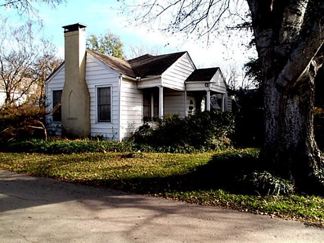 Check out this property: 601 E 12th Street, Bonham, TX 75418-3108 - http://www.nuhomesource.com/listing/12063785-601-e-12th-street-inglish-add-bonham-tx-75418-3108/