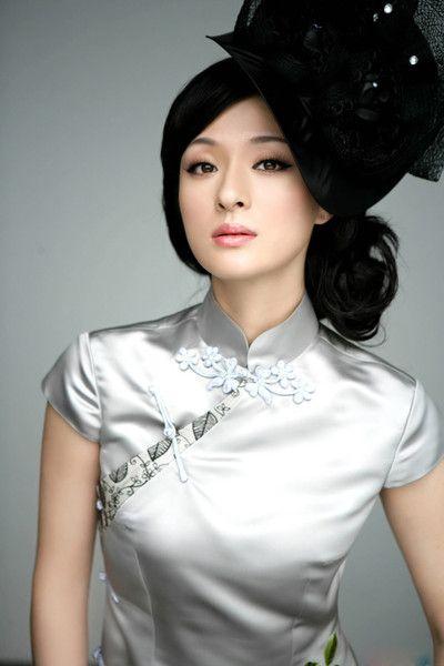 Cheongsam's charm. Chinese modern girl