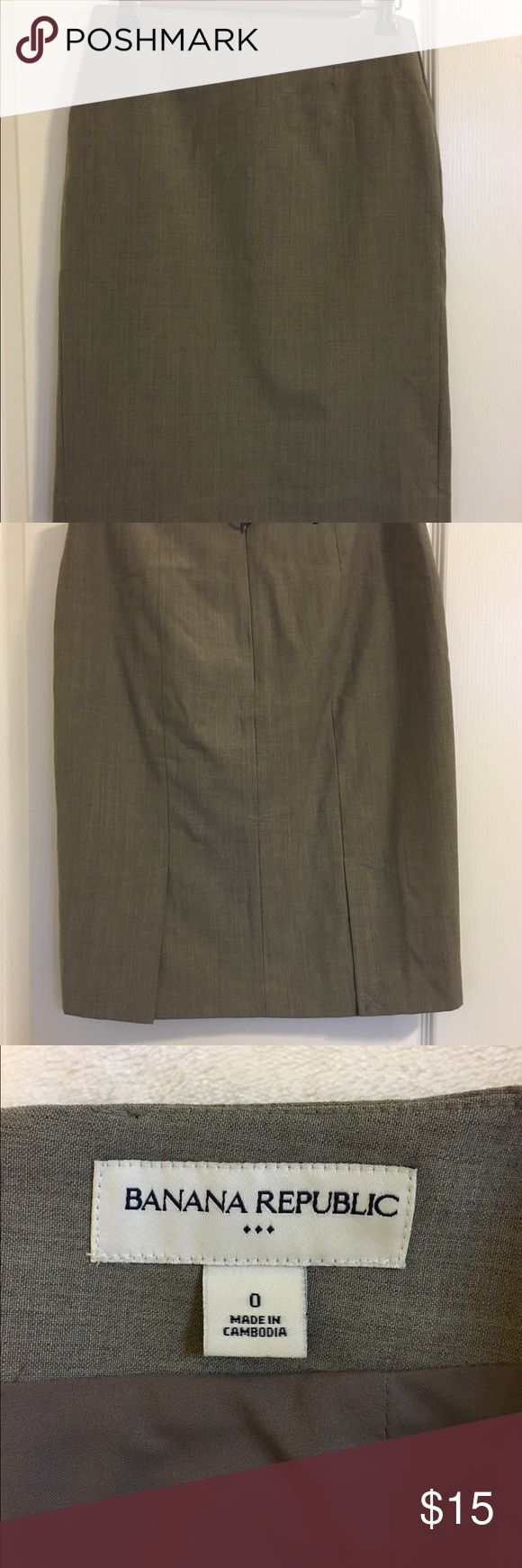 Banana Republic toupe skirt Elegant Banana Republic toupe/light brown pencil skirt. Perfect for a day at the office! Great condition! 58% wool/ 38% polyester/ 4% spandex. Banana Republic Skirts Pencil
