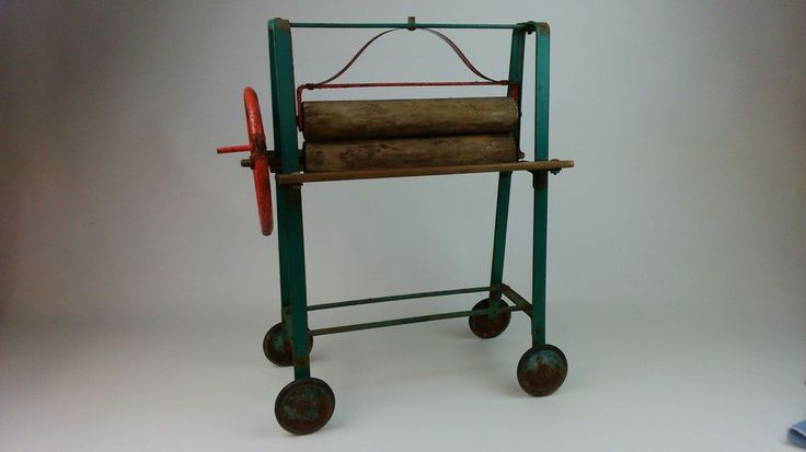 wonderful vintage 1950's Triang toy mangle