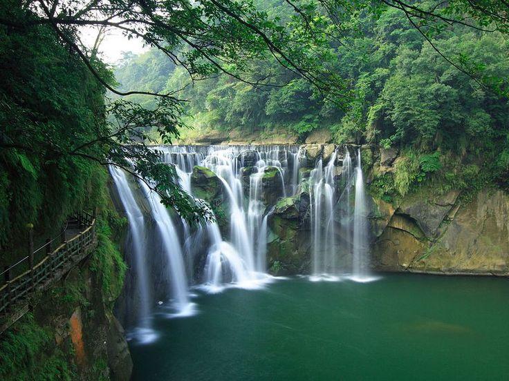 Thác nước Shifen - Đài Loan    www.toanviettravel.com  #dulichdailoan #dulichnuocngoai